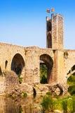 Παλαιά catalal πύλη πόλεων στη μεσαιωνική γέφυρα Στοκ Εικόνες