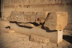 Παλαιά hieroglyphs της Αιγύπτου που χαράζονται στην πέτρα Στοκ φωτογραφία με δικαίωμα ελεύθερης χρήσης