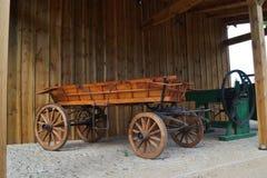 Παλαιά horse-drawn μεταφορά στο αναδρομικό ύφος Στοκ Εικόνες