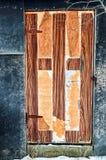 Παλαιά shabby πόρτα Στοκ φωτογραφία με δικαίωμα ελεύθερης χρήσης