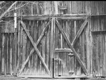 Παλαιές αγροτικές πόρτες σιταποθηκών Στοκ εικόνες με δικαίωμα ελεύθερης χρήσης
