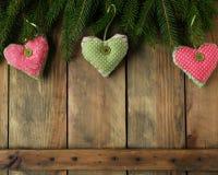 Παλαιές αναδρομικές καρδιές στο υπόβαθρο Χριστουγέννων Στοκ Φωτογραφία