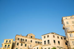 Παλαιές αρχαίες και αγροτικές προσόψεις σπιτιών στην Κέρκυρα/την Ελλάδα Στοκ εικόνες με δικαίωμα ελεύθερης χρήσης