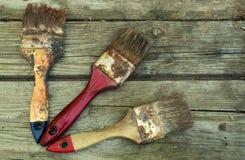 Παλαιές βούρτσες σε έναν ξύλινο πίνακα Στοκ φωτογραφία με δικαίωμα ελεύθερης χρήσης