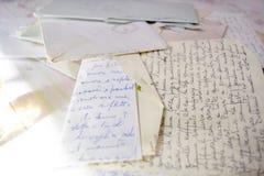 Παλαιές επιστολές αγάπης με τους φακέλους Στοκ φωτογραφίες με δικαίωμα ελεύθερης χρήσης