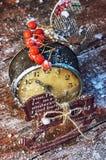 Παλαιές διακοσμήσεις ρολογιών και Χριστουγέννων Στοκ Φωτογραφία