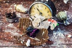 Παλαιές διακοσμήσεις ρολογιών και Χριστουγέννων Στοκ Εικόνες