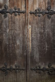 Παλαιές ιστορικές ξύλινες διακοσμημένες πόρτες, υπόβαθρο Στοκ εικόνες με δικαίωμα ελεύθερης χρήσης