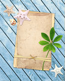 Παλαιές κάρτες στις ξύλινες σανίδες Στοκ Εικόνες