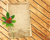 Παλαιές κάρτες στις ξύλινες σανίδες Στοκ Φωτογραφία