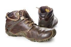 Παλαιές και βρώμικες στρατιωτικές μπότες που απομονώνονται στο άσπρο υπόβαθρο Στοκ Φωτογραφία