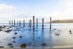 Παλαιές καταστροφές λιμενοβραχιόνων στην παραλία Myponga, Νότια Αυστραλία Στοκ εικόνες με δικαίωμα ελεύθερης χρήσης