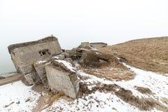 Παλαιές καταστροφές πολεμικών οχυρών στην παραλία Στοκ εικόνα με δικαίωμα ελεύθερης χρήσης