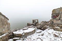 Παλαιές καταστροφές πολεμικών οχυρών στην παραλία Στοκ Φωτογραφία
