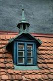 Παλαιές κεραμωμένες στέγες της πόλης, παλαιά Πράγα, Δημοκρατία της Τσεχίας Στοκ εικόνα με δικαίωμα ελεύθερης χρήσης