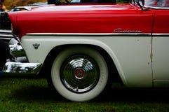 Παλαιές κλασικές άσπρες και κόκκινες λεπτομέρειες κολπίσκων αυτοκινήτων Στοκ Εικόνα