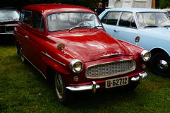 Παλαιές κλασικές κόκκινες λεπτομέρειες κολπίσκων αυτοκινήτων Στοκ Φωτογραφίες