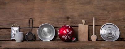 Παλαιές μικρογραφίες κουζινών στο ξύλινο υπόβαθρο για τις ευπρέπειες Χριστουγέννων στοκ εικόνες με δικαίωμα ελεύθερης χρήσης