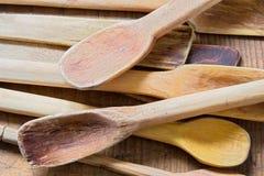 Παλαιές ξύλινες κουτάλες Στοκ εικόνες με δικαίωμα ελεύθερης χρήσης