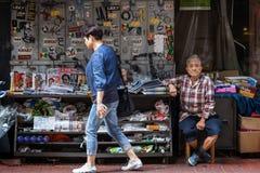 Παλαιές πωλώντας εφημερίδες ατόμων στο Χονγκ Κονγκ Στοκ φωτογραφία με δικαίωμα ελεύθερης χρήσης