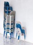 Παλαιές πλαστικές καρέκλες στοκ φωτογραφία με δικαίωμα ελεύθερης χρήσης
