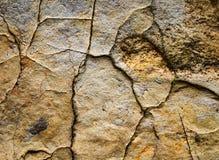 Παλαιές ρωγμές πετρών που χωρίζονται Στοκ εικόνα με δικαίωμα ελεύθερης χρήσης