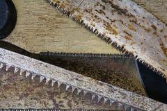 Παλαιές σκουριασμένες λεπίδες πριονιών, σύσταση υποβάθρου Στοκ Εικόνες