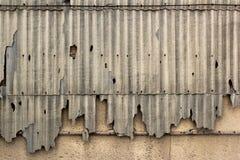 Παλαιές σπασμένες επιτροπές πλακών σε έναν τοίχο Εγκαταλειμμένο περίληψη εκλεκτής ποιότητας υπόβαθρο Στοκ Εικόνες