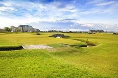 Παλαιές συνδέσεις σειράς μαθημάτων του ST Andrews γκολφ. Τρύπα 18 γεφυρών. Σκωτία. Στοκ Φωτογραφίες