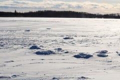 Παλαιές τρύπες αλιείας πάγου σε μια θυελλώδη λίμνη Στοκ Εικόνα