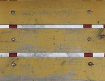 Παλαιές φορεμένες σανίδες που χρωματίζονται με το κίτρινο χρώμα Στοκ Εικόνες