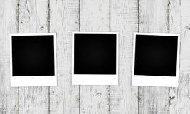 Παλαιές φωτογραφίες στο ξύλινο υπόβαθρο Στοκ Φωτογραφίες