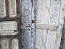 Παλαιές χαρασμένες ξύλινες πόρτες Στοκ εικόνες με δικαίωμα ελεύθερης χρήσης