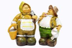 Παλαιοί κηπουροί ζευγών, κεραμικές κούκλες στο άσπρο υπόβαθρο, selecti Στοκ Εικόνα
