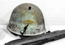 Παλαιοί μετάλλων στρατιώτες Δεύτερου Παγκόσμιου Πολέμου κρανών σοβιετικοί Στοκ φωτογραφία με δικαίωμα ελεύθερης χρήσης