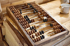 Παλαιοί ξύλινοι απολογισμοί για τις εμπορικές συναλλαγές στην αγορά Στοκ Φωτογραφίες