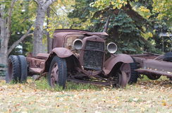 Παλαιοί οξυδωμένοι οργανισμοί αυτοκινήτων Στοκ Φωτογραφία