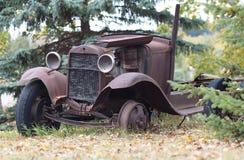 Παλαιοί οξυδωμένοι οργανισμοί αυτοκινήτων Στοκ εικόνες με δικαίωμα ελεύθερης χρήσης