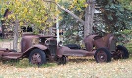 Παλαιοί οξυδωμένοι οργανισμοί αυτοκινήτων Στοκ Φωτογραφίες