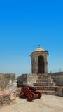 Παλαιοί πυροβόλο και πύργος σε Castillo SAN Felipe de Barajas Στοκ φωτογραφία με δικαίωμα ελεύθερης χρήσης
