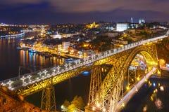 Παλαιοί πόλη νύχτας και ποταμός Douro στο Πόρτο, Πορτογαλία Στοκ φωτογραφία με δικαίωμα ελεύθερης χρήσης