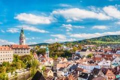 Παλαιοί πύργος και εικονική παράσταση πόλης Cesky Krumlov, Τσεχία κάστρων SU Στοκ εικόνα με δικαίωμα ελεύθερης χρήσης