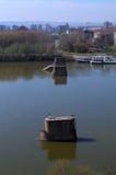 Παλαιοί στυλοβάτες γεφυρών σε Δούναβη, Νόβι Σαντ, Σερβία Στοκ Φωτογραφία