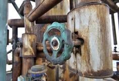 Παλαιοί σωλήνες και βαλβίδες στην πετροχημική βιομηχανία στη Ρουμανία Στοκ φωτογραφίες με δικαίωμα ελεύθερης χρήσης
