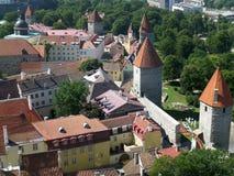Παλαιοί τοίχοι πόλεων του Ταλίν και οι μεσαιωνικοί πύργοι, Εσθονία Στοκ Εικόνες