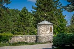 Παλαιοί τοίχος και πύργος μοναστηριών σε Cetinje Στοκ Φωτογραφία