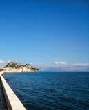 Παλαιοί φρούριο, μπλε ουρανός και θάλασσα Στοκ εικόνες με δικαίωμα ελεύθερης χρήσης