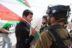 Παλαιστινιακή διαμαρτυρία και ισραηλινοί στρατιώτες Στοκ φωτογραφία με δικαίωμα ελεύθερης χρήσης