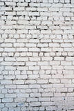 Παλαιός άσπρος συμπαγής τοίχος με τις ρωγμές στοκ εικόνες