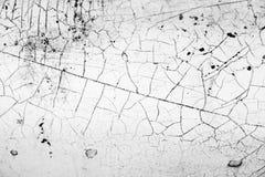 Παλαιός άσπρος τοίχος με τις ρωγμές Στοκ φωτογραφίες με δικαίωμα ελεύθερης χρήσης